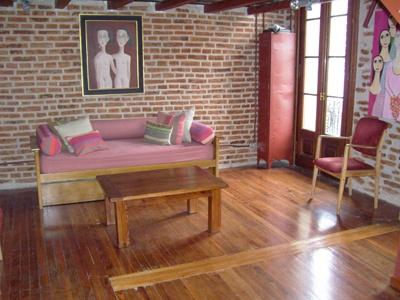 Paredes interiores con ladrillo a la vista decoradoras for Sala de estar vista desde arriba