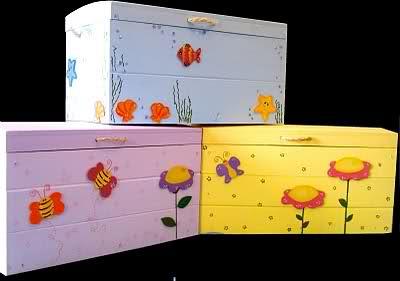 Baules on pinterest old trunks vintage luggage and trunks for Baul madera infantil