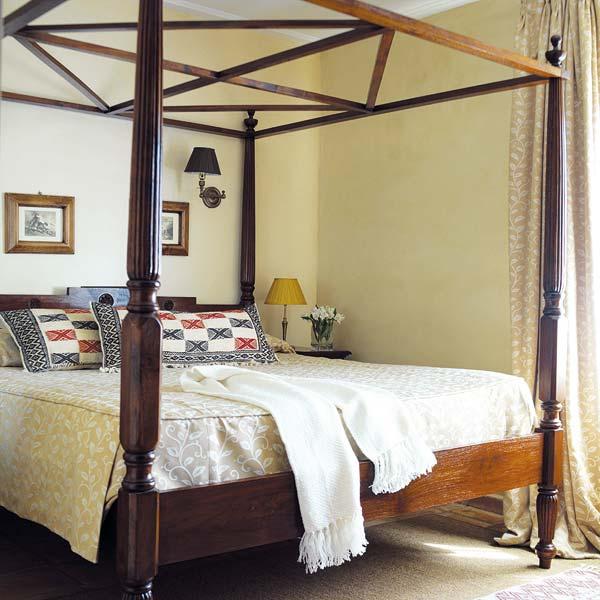 Dormitorios diferentes camas con dosel decoradoras decocasa - Cama dosel madera ...