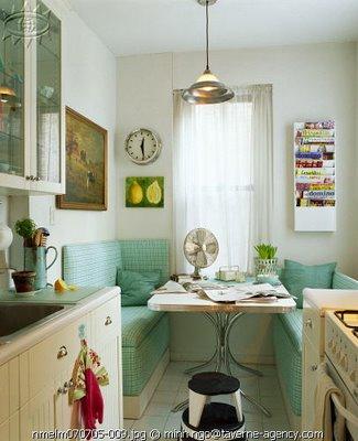 Mesa y bancos en la cocina decoradoras decocasa for Bancos para cocina ikea