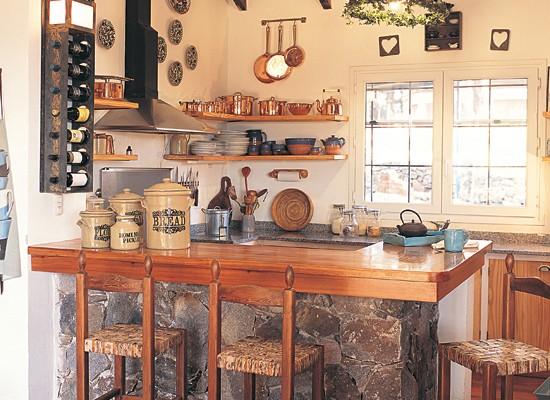Cocinas de aires campestres decoradoras decocasa for Disenos de cocinas campestres