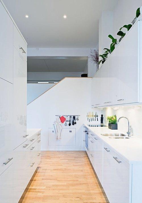 Cocinas modernas blancas y alargadas decoradoras decocasa - Cocinas alargadas y estrechas fotos ...