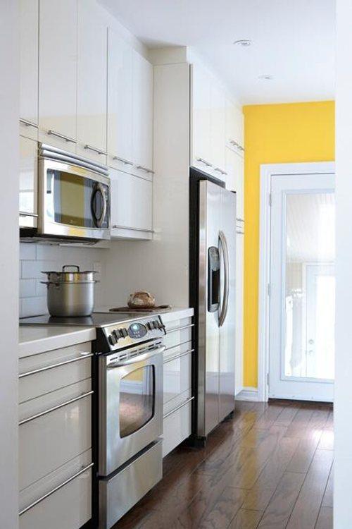 Cocinas modernas blancas y alargadas decoradoras decocasa - Adornos para cocinas modernas ...