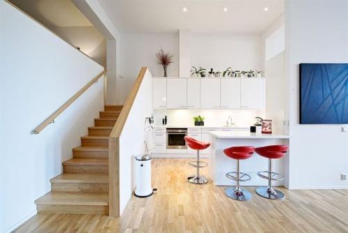 Cocinas blancas y modernas decoradoras decocasa for Cocinas pequenas blancas modernas