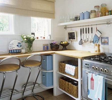 tener una cocina angosta no es problema slo es necesario utilizar el ingenio y dotar el espacio de armarios hasta el techo eso s intenta que la cocina